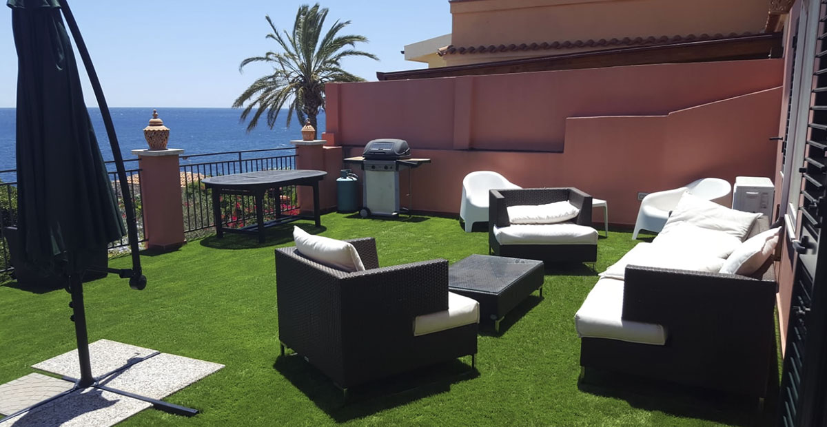 Artificial grass Varinias Ibiza balcony